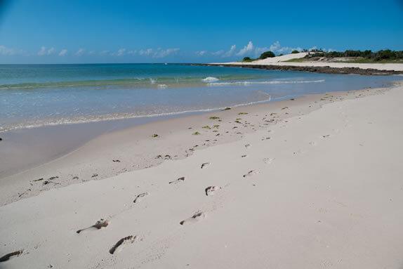 mosambik-strand-fusspuren