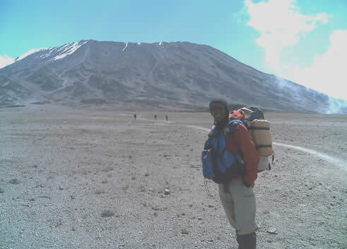 tansania-kilimandscharo-mondlandschaft