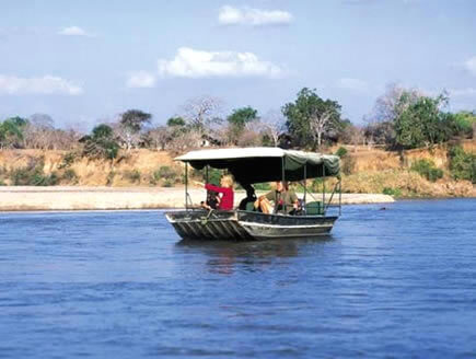 tansania-selous-rufiji-river-boot